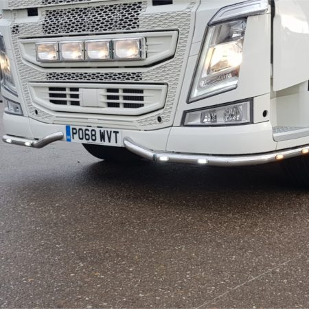 Volvo FH / FM V4 2 piece Lo bar with leds